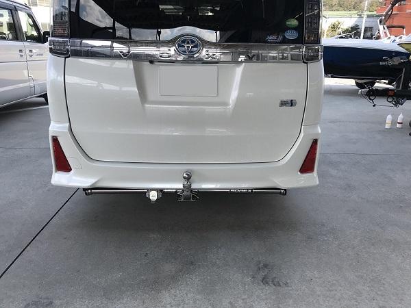 トヨタ VOXY(型式:DBA-ZRR80W) ヒッチメンバー取り付けレポート